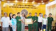 Bộ trưởng Bộ Y tế tặng thuốc chữa bệnh cho đồng bào biên giới Nghệ An