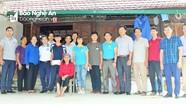 Nhóm thiện nguyện Niềm tin trao 20 triệu đồng cho học sinh mồ côi ở Con Cuông
