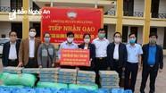 Chủ tịch Ủy ban MTTQ tỉnh tặng quà ngành Giáo dục Đô Lương bị ảnh hưởng dịch Covid - 19