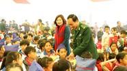 """Tặng quà, tổ chức """"Tết sum vầy 2019"""" cho giáo viên, học sinh khó khăn  huyện Kỳ Sơn"""