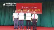 Giám đốc Sở Giáo dục và Đào tạo khen thưởng 2 học sinh dũng cảm cứu người giữa dòng nước lũ