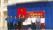 Ngành Giáo dục Nghệ An khen thưởng nữ sinh lớp 8 nhặt được 23 triệu đồng trả lại người đánh rơi