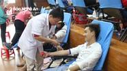 Gần 1.000 sinh viên Đại học Vinh tình nguyện hiến máu