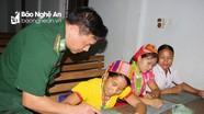 Lớp học xóa mù chữ nơi biên giới