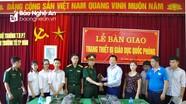 Bộ CHQS Nghệ An trang bị súng tiểu liên AK đã vô hiệu hóa cho các trường học