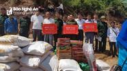 Bộ đội Biên phòng Nghệ An hỗ trợ gạo và nhu yếu phẩm cho người dân Lào bị lũ lụt