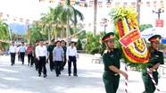Phó Bí thư Thường trực Tỉnh ủy dâng hoa tại Nghĩa trang liệt sỹ Quốc tế Việt - Lào