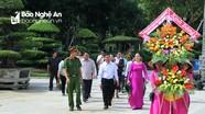 Ủy ban Mặt trận tỉnh Bôlykhămxay, Lào dâng hoa tại Khu Di tích Kim Liên