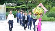 Đoàn đại biểu Hội đồng tỉnh Gyeonggi-do (Hàn Quốc) dâng hoa tại Khu Di tích Kim Liên