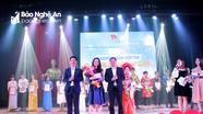 Nữ sinh đạt giải Nhất chung kết Hội thi Giọng hát hay Đại học Vinh