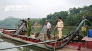 Bắt giữ 3 thuyền khai thác cát sạn trái phép trên sông Lam
