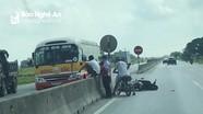 Xe buýt Đông Bắc gây tai nạn trên quốc lộ 1A, làm người cha tử vong, con nguy kịch