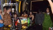 Bắt quả tang nhóm thanh niên nam nữ sử dụng ma túy tại quán karaoke ở TP Vinh