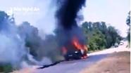 Xe con bốc cháy dữ dội trên đường, tài xế bị bỏng nặng