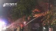Quán Pub ở thành phố Vinh bốc cháy dữ dội trong đêm