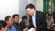 Đồng chí Nguyễn Văn Thông tặng quà và chúc Tết tại huyện Quỳ Châu