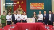 Phó Bí thư Thường trực Tỉnh ủy Nguyễn Xuân Sơn chúc Tết các đơn vị trong đêm Giao thừa