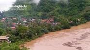 Kỳ Sơn: Nước lũ dâng cao trên dòng Nậm Nơn làm ngập nhà dân