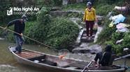 Cá chép ông Táo vừa thả đã bị kích điện vợt bắt