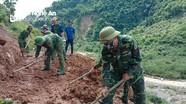 'Đào đất, cất đá' khắc phục sạt lở để thông đường khu vực biên giới Nghệ An