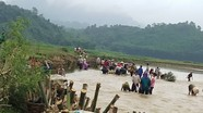 Dân bản đan gần 200 chiếc sọt làm kè bảo vệ lúa Xuân