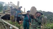 Bộ đội biên phòng giúp dân di dời nhà có nguy cơ sạt lở