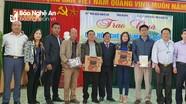 Hội Nhà báo Nghệ An - Tỉnh đoàn - Hội Doanh nhân trẻ tặng quà hộ nghèo ở Kỳ Sơn