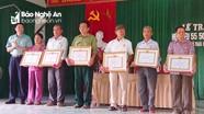 Trao Huy hiệu Đảng tặng các đảng viên tại huyện Tân Kỳ