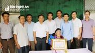 Các địa phương Đô Lương, TX.Hoàng Mai trao huy hiệu đảng cho các đảng viên