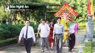 Đảng ủy Khối Các cơ quan tỉnh dâng hương tại Khu Di tích Kim Liên