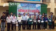 Trao quà Tết cho học sinh nghèo ở Tương Dương, Kỳ Sơn