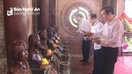 Ban Tổ chức Trung ương dâng hương tưởng niệm các Anh hùng, liệt sĩ tại Truông Bồn