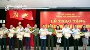 Bộ Công an tặng Kỷ niệm chương cho 9 cá nhân ở Nghệ An