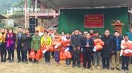 Đoàn Luật sư Nghệ An trao tặng quà Tết cho hộ nghèo Kỳ Sơn