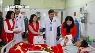 Hội Chữ thập đỏ Nghệ An trao 100 suất quà Tết cho bệnh nhân nghèo