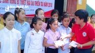 Nhiều món quà đến với học sinh Nghệ An trong ngày khai giảng