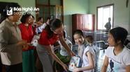 Hàng trăm suất quà Trung thu cho đến với trẻ khuyết tật