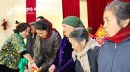 Ban Tuyên giáo Tỉnh ủy tặng quà Tết cho hộ nghèo ở Hưng Nguyên, Thanh Chương