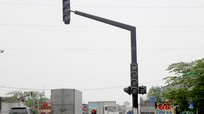Đèn giao thông 'ngủ quên', ngã 3 Nam Cấm trên QL1A trở lại nút 'tử thần'