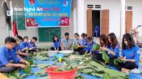 Đoàn viên ở Nghệ An chung tay gói bánh chưng tặng người nghèo