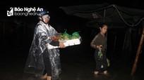 Tiểu thương chợ Vinh trắng đêm trông coi hàng, trực lụt