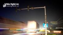 Đèn giao thông 'tắt ngúm', xe tải phóng như bay tại ngã tư quốc lộ 1A và đường N5
