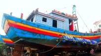 Trục vớt thành công tàu cá bị chìm ở Nghệ An