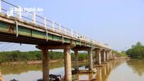 Sau khi Báo Nghệ An phản ánh, tàu thuyền không còn neo đậu tại cầu ở Diễn Châu