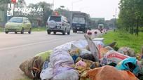 Ngập ứ rác thải sau kỳ nghỉ lễ ở Nghệ An