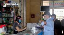 Nghệ An: Người dân phải đeo khẩu trang, sát khuẩn tay khi mua bán tại các chợ dân sinh