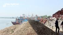 Nghệ An: Hệ lụy từ hàng tấn vỏ ốc đổ tràn lan khu vực cảng cá