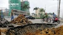Xuất hiện hố sụt lún tại thành phố Vinh sau mưa lũ
