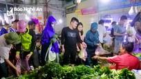Thực phẩm ở chợ đua nhau tăng giá sau mưa lũ