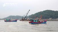 Tàu thuyền Nghệ An cấp tập trở về tránh bão số 13